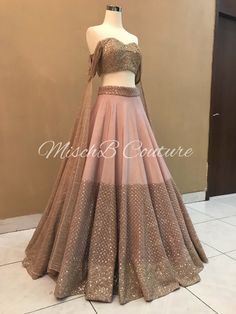 Pretty Perfect , blushing pink lehenga by MischB Couture ➡️ for details! Pretty Perfect , blushing pink lehenga by MischB Couture ➡️ for details! Indian Bridal Outfits, Indian Designer Outfits, Designer Dresses, Indian Gowns Dresses, Pakistani Dresses, Indian Lehenga, Pink Lehenga, Bridal Lehenga, Lehnga Dress