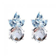 Elegant og feminine øreringe med hvid og blå topas ædelstene omringet af sterling sølv. Pris: 2.999 DKK