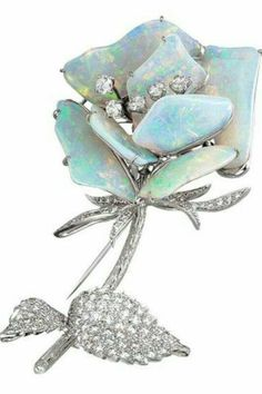 A beautiful vintage white Gold Australian Opal and Diamond rose brooch. Opal Jewelry, Jewelry Box, Jewelry Accessories, Fine Jewelry, Jewelry Design, Antique Jewelry, Vintage Jewelry, Art Ancien, Tiaras