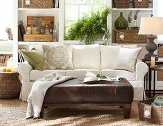 Mesmo numa sala pequena, nas medidas certas, o puff em couro fica muito chic e confortável, aquecendo o ambiente.