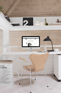 Chic and creative home office designs that make the most of limited living space Home Office Space, Office Workspace, Home Office Decor, Home Decor, Zen Office, Decorating Office, Loft Office, Small Office, Office Interior Design