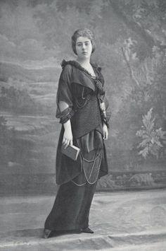 Robe d'après-midi en crêpe anglais par Buzenet, 1913.