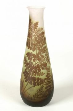 Émile Gallé (1846-1904). Vase. C. 1910. Double overlay cased glass, with acid etching and frosting. Birmingham Museums & Art Gallery - Birmingham - UK