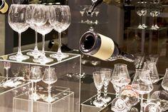 4 συνταγές για ζεστό γλυκό κρασί με μπαχαρικά | MamaPeinao.gr In Vino Veritas, Alcoholic Drinks, Champagne, Wine, Tableware, Recipes, Dinnerware, Alcoholic Beverages, Tablewares