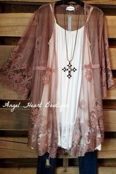 At AHB you will find cardigans, kimonos, vests, jackets, coats and other trendy boho style clothing items for affordable boutique prices. Source by ginnieanne clothes style Plus Size Lace Dress, Plus Size Kimono, Plus Size Dresses, Plus Size Outfits, Women's Dresses, Boho Plus Size, Lounge Dresses, Halter Dresses, Linen Dresses