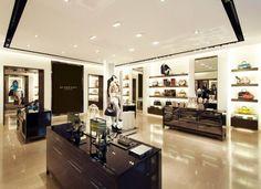 Burberry presenta su nueva tienda en México con las colecciones primavera/verano 2013 en la nueva sección de Antara. No dejen de visitarla.