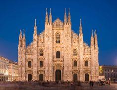 ¿Has subido a sus tejados? Es una de las experiencias más increíbles que puedes hacer en la ciudad, subir a lo alto del Duomo y patear la catedral desde arriba, si puedes, viendo atardecer (si está despejado, puedes llegar a ver los Alpes). Quizás por esto, y seguro que por su impresionante arquitectura gótica, ha enamorado a los miembros de Trip Advisor.