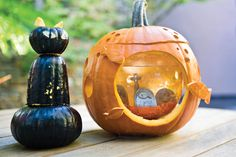 Now, here's a creative idea! Tuck a fishbowl into a gutted pumpkin, and fill with bottled drinking water (not tap water from the faucet, distilled, or deionized wa