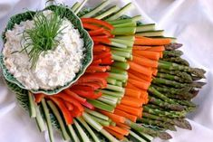 Ranch Veggie Dip and Pretty Veggie Tray Veggie Platters, Veggie Tray, Vegetable Trays, Veggie Dips, Yummy Veggie, Veggie Display, Appetizer Recipes, Appetizers, Cooking Recipes