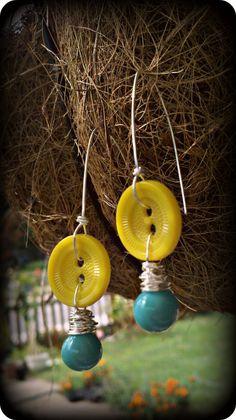 vintage button earrings!  etsy