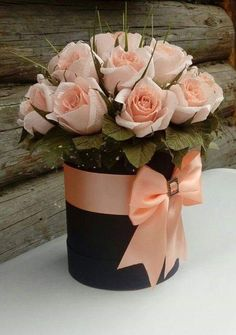Centerpieces and floral arrangements with roses- Centros de mesa y arreglos florales con rosas Centerpieces and floral arrangements with roses - Flower Box Gift, Flower Boxes, Flowers In A Box, Beautiful Roses, Beautiful Flowers, Rosen Box, Valentines Flowers, Flowers For Birthday, Valentine Nails