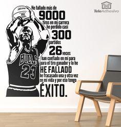 He fallado más de 9000 tiros en mi carrera, he perdido casi 300 partidos, 26 veces han confiado en mí para el tiro ganador y lo he fallado, he fracasado una y otra vez en mi vida y por eso tengo éxito. Michael Jordan.