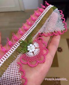 Que tengas un día feliz, insha& toalla grande de doble filo, venta . Needlework, Coin Purse, Cross Stitch, Diy, Moda Emo, Instagram, Armoire, Piercings, Crochet Square Patterns