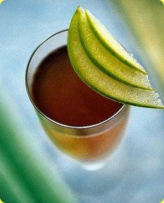 Nordic Taste cocktail a base di vodka, prosecco e mela verde.   Ingredienti: 1 persona  3/10 di succo di mela verde 2/10 di sciroppo di granatina 2/10 di Vodka 3/10 di prosecco ghiaccio alcune fettine di mela verde      La mela verde è un frutto adatto per ogni stagione, rinfrescante e dissetante, e dalle innumerevoli proprietà benefiche per il nostro corpo. Ne esistono moltissime varietà in tutto il mondo, distinguibili ad esempio in b
