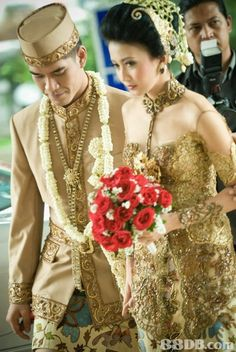A beautiful Indonesian bride and groom!           Aline ♥