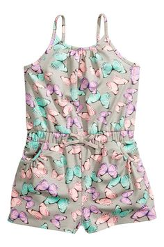 Playsuit in patterned cotton jersey with narrow shoulder straps, an elasticated waist with a decorative bow at the front, side pockets and short legs. Frocks For Girls, Little Girl Outfits, Kids Outfits Girls, Little Girl Dresses, Fashion Kids, Luxury Baby Clothes, Kids Dress Wear, Baby Dress Patterns, Girls Pajamas