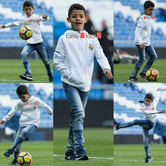 Junior is so much like his father Cristiano Ronaldo Junior, Cristano Ronaldo, Cristiano Ronaldo Cr7, Dad Son, Father And Son, Cr7 Jr, Football Players, Manchester United, Haircuts