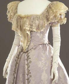 Evening dress, French, ca. 1894-1895 Galleria del Costume di Palazzo Pitti…