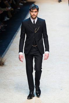 Dolce & Gabbana reaffirms its dedication to the classic tailored suit for fall-winter 2016.