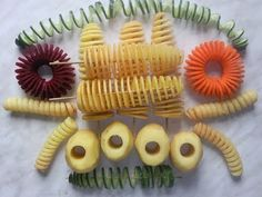 Spiral potato at home. Spiral knife for vegetables. Low Carb Keto, Low Carb Recipes, Spiral Potato, Banana Art, Best Party Food, Vegetable Carving, Rice Pasta, Food Garnishes, Food Design