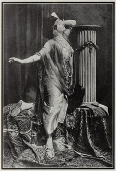 Helen Gardner as Cleopatra 1912. The demise of the Helen Gardner Picture Players may not be much of a mystery, but again we are faced with the question of her obscurity -- why has her pioneer status been so widely forgotten?