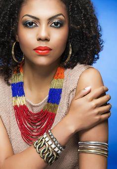Bijuterias grandes e coloridas são tendência para o verão | Moda e beleza | Viver Bem