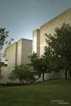 Exterior of the University of Tennessee Art & Architecture Building. Built in 1981 and designed by McCarty Bullock Holsaple (now McCarty Holsaple McCarty) University Of Tennessee, Art And Architecture, Mount Rushmore, Deck, Exterior, Building, Nature, Travel, Image