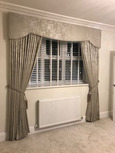 Pelmet Designs, Drapery Designs, Bedroom Curtains With Blinds, Luxury Curtains, Curtain Pelmet, Rideaux Design, Classic Curtains, Colorful Curtains, Home Room Design