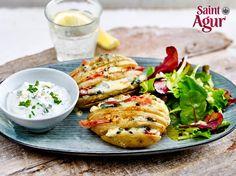 Hasselback-Kartoffeln auf Salat mit Saint Agur-Dip | LECKER