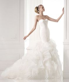 MILDRED. Romantic tulle dress with draping and sweetheart neckline. Tulle skirt with frills trimmed with nylon ribbon.
