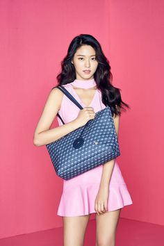 AOA's Seolhyun recently modeled for fashion brand 'HAZZYS Accessories' latest 2017 Fall/Winter Collection.The idol singer/actress lo… Fashion Brand, Girl Fashion, Fit Women, Sexy Women, Get Skinny Legs, Kim Seol Hyun, Promotional Model, Seolhyun, Girl Bands