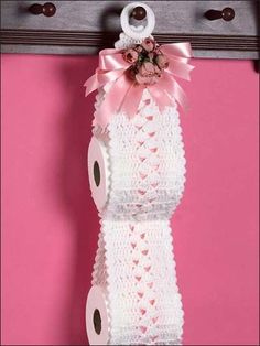 Rose Bouquet Spare Roll Holder: #free #crochet #pattern