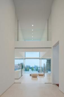 The Architecture of a Modern Residence in Weinheim, Germany. This beautiful house in Weinheim, Germany was designed by Architekten Wannenmacher + Möeller Home Interior Design, Interior And Exterior, Architecture Design, Interior Minimalista, Design Moderne, Elegant Homes, Contemporary Interior, New Homes, Home Decor