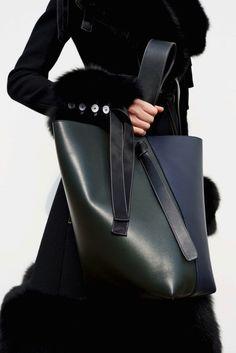 HAUTE sTUFF.......this clean lined Céline - Autumn 2015 bag,,,whoa!<3