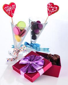 Stil Editörü Etkin Yağmur Coşkun, kalp, makaron, macaron, heart, love, aşk, valentines day, sevgililer günü, chocolate, çikolata, kutu, box, ribbon, kurdele, colorful, rengarenk, glass,cam, cup, ice cream, dondurma, külah, EVDEMODA, dekorasyon, züccaciye