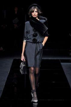 Giorgio Armani Pre-Fall 2020 Fashion Show Kollektion Giorgio Armani Pre-Fall 2020 – Vogue Fashion 2020, Look Fashion, Runway Fashion, Fashion Brands, High Fashion, Autumn Fashion, Fashion Design, Fashion Weeks, Milan Fashion