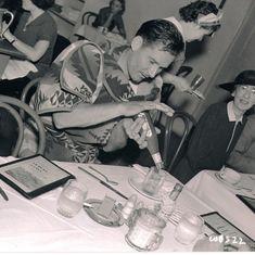 Errol Flynn - lunch time - in costume from the film The Perfect Specimen Hooray For Hollywood, Golden Age Of Hollywood, Classic Hollywood, Old Hollywood, Errol Flynn, Sean Flynn, Midnight Show, Star Wars, Olivia De Havilland