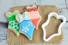 Beautifully decorated Bikini Cookies from Haniela using our Swimsuit Cookie Cutter.