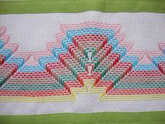 Swedish Embroidery, Embroidery Shop, Hand Embroidery Stitches, Embroidery Patterns, Bargello Needlepoint, Bargello Patterns, Bordado Tipo Chicken Scratch, Swedish Weaving Patterns, Chicken Scratch Embroidery