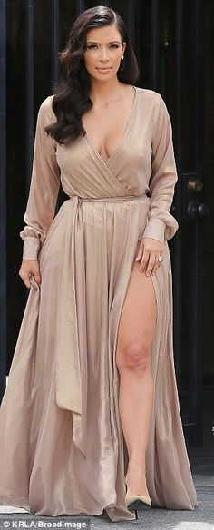 dress, nude, sleeves, pumps,