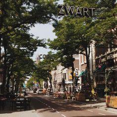 La rue Witte de With et ses terrasses