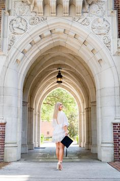 Graduation Images, College Graduation Pictures, Graduation Picture Poses, Graduation Photoshoot, Grad Pics, Florida Gatora, Senior Girl Photography, Senior Girls, Senior Pictures