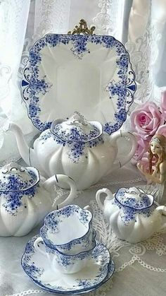 48 Ideas Afternoon Tea Party Table Vintage China For 2020 Blue And White China, Blue China, Vintage Dishes, Vintage China, Tea Sets Vintage, Vintage Teacups, Antique China, Vintage Kitchen, Bistro Design