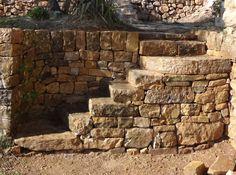Escalier en pierre sèche après restauration
