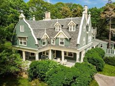 View this luxury home located at 7 Haverhill Avenue Kennebunkport, Maine, United States. Sotheby's International Realty gives you detailed information on real estate listings in Kennebunkport, Maine, United States. Kennebunkport Maine, Victorian Style Homes, Victorian Interiors, Gambrel Roof, New England Style, Cute House, Real Estate Companies, Cottage Homes, Historic Homes