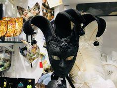 czarna maska wenecka #venice #mask #carnaval #originalmask #italien #italy #włochy #oryginalnemaskiweneckie #maskawenecka #souvenirs #suveniry #pamiątki
