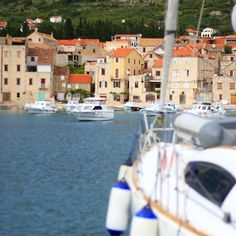 "#Komiža #Komiza #VisIsland #Croatia ⛵️⚓""A good traveler has no fixed plans, and is not intent on arriving."" -Lao Tzu⛵️ Don't we just love wondering around Croatia!  www.5sails.ee"