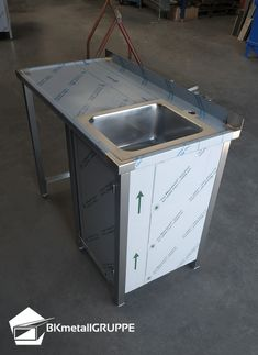 Chariots, Car Shed, Stainless Steel Furniture, Stainless Kitchen, Restroom Design, Metal Panels, Commercial Kitchen, Small House Design, High Standards