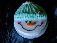 Snowman jdbhoward's 'Snowman Face' cake was the inspiration for this cake. I had a knee surgery 4 days ago and I was getting. Snowman Party, Snowman Cake, Holiday Cakes, Holiday Treats, Christmas Cakes, Christmas Eve, Pretty Cakes, Cute Cakes, Foto Pastel