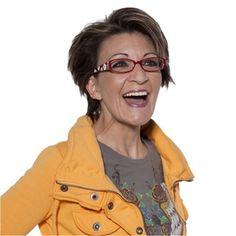Bei Mittellangen Haaren ist der Spielraum für extravagante Brillen leider nicht gegeben, Hier sollte man darauf achten, dass man sich für dezente und schmale Gestelle entscheidet. Aber auch randlose Brillen überzeugen hier mit ihrer Leichtigkeit.